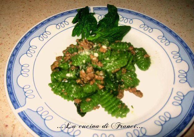 fare la pasta in casa!!! e arricchirla con verdura!! prova anche tu a fare i cavatelli verdi con gli spinacini freschi!deliziosi e senza uova!!!