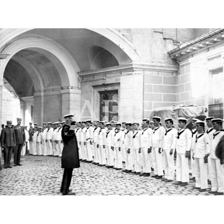 EN EL MINISTERIO DE MARINA - EL MINISTRO, SR. PIDAL (x), ARENGANDO A LA MARINERÍA, DESPUÉS DE LA MISA CELEBRADA AYER MAÑANA CON MOTIVO DE LA FESTIVIDAD DE LA VIRGEN DEL CARMEN: Descarga y compra fotografías históricas en   abcfoto.abc.es