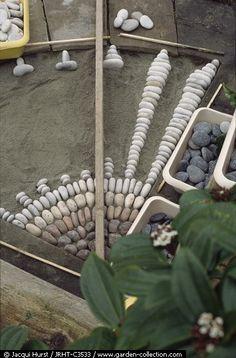 Idée de déco avec des galets plats gris