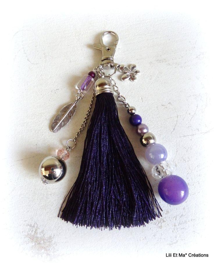 Bijou de sac, grigri, Lili et Ma* Créations Pompon violet breloque feuille et perles de verre : Porte clés par lili-et-ma-creations