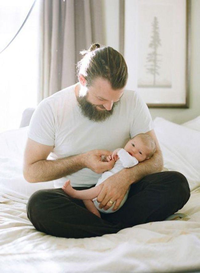 20 фотографий счастливых пап и их новорожденных малышей