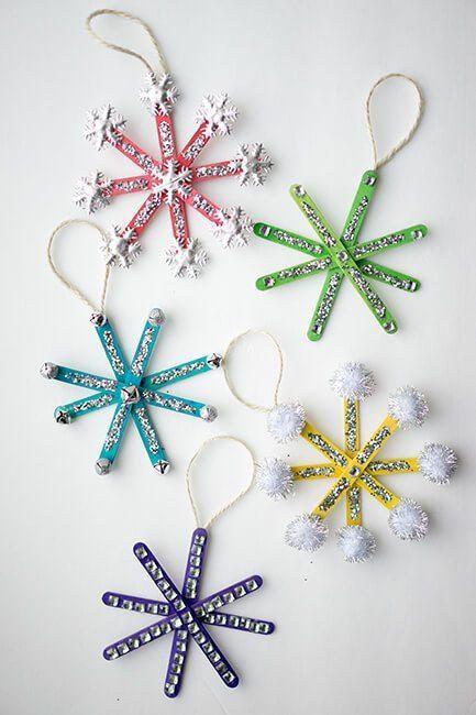 Wie man Popsicle Stick Schneeflocke Ornamente machen