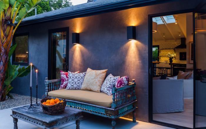 appliques extérieures, idées originales d'éclairage, petite maison coquette façade grise