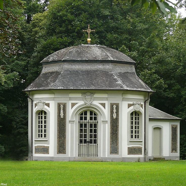 Охотничий дворец Фалькенлюст (Jagdschloss Falkenlust) часовня