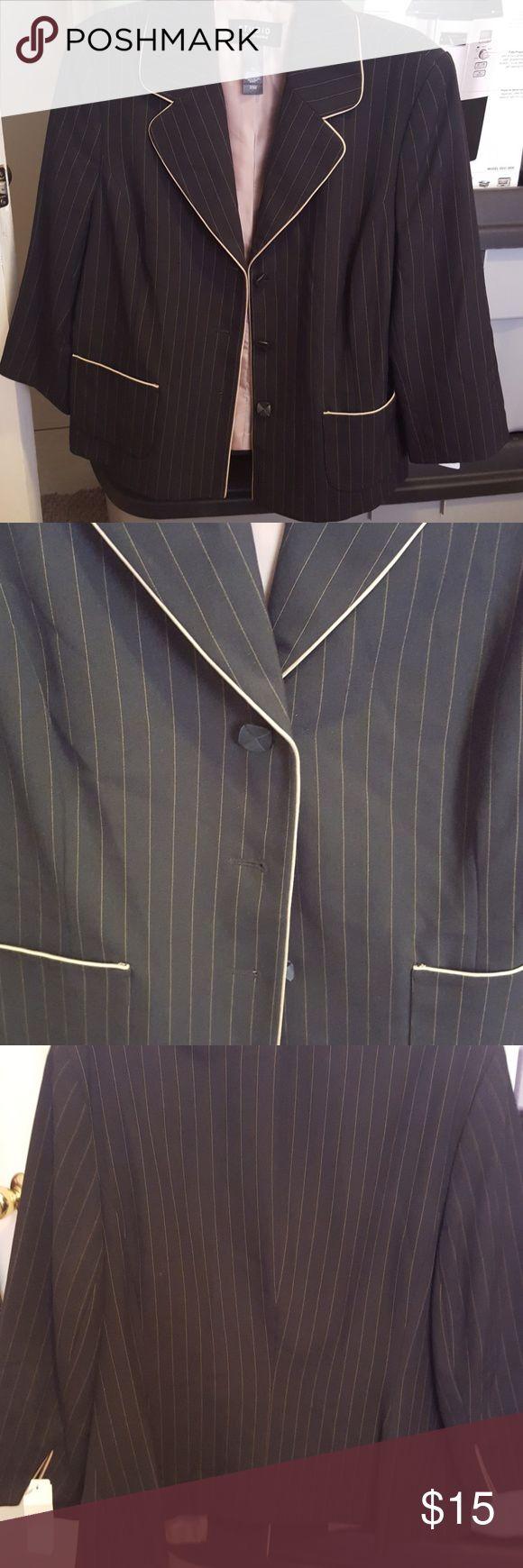 Pinstriped cute blazer Pinstriped cute blazer 3/4 sleeve Liz Claiborne Jackets & Coats Blazers