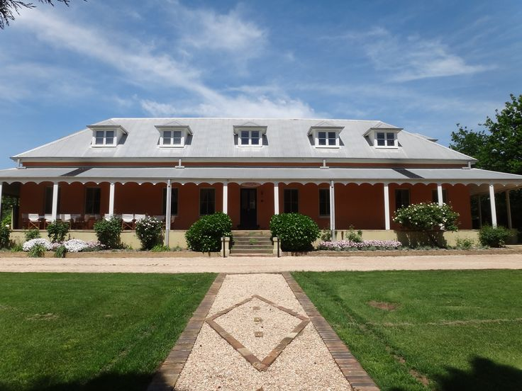 Fitzroy Inn in Mittagong in the Southern Highlands of NSW - experience historical luxury in traditional country style.