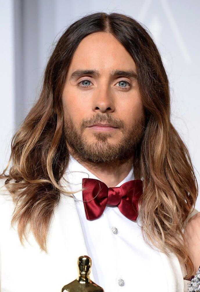 Мужская стрижка на длинные волосы и омбре, на фото Джаред Лето