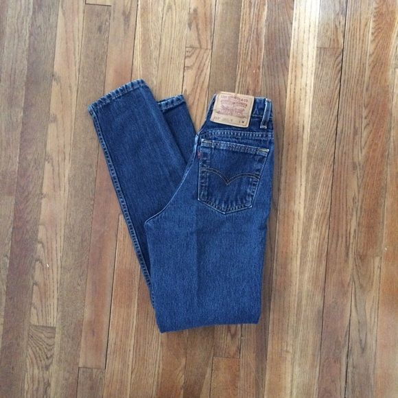 "Levi's 512 High Waist Mom Jeans Sz 3 / 25 Levis 512 High Waist Mom Jeans. Slim fit, tapered leg, dark wash.  100% cotton. Made in USA.  Tag Sz 3 Jr. M  Waist: 25"" Hip: 34"" Inseam: 30""  Excellent vintage condition. No rips, stains or holes. Levi's Jeans Skinny"