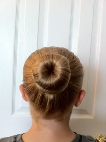 Ballet Bun - the Easiest Ever; one day I'll need help remembering this....