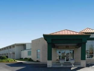 Carlisle (PA) Quality Inn Carlisle United States, North America Quality Inn Carlisle is perfectly located for both business and leisure guests in Carlisle (PA). The property features a wide range of facilities to make your stay a pleasant experience. To be found at the hotel are 24-hour front desk, facilities for disabled guests, express check-in/check-out, Wi-Fi in public areas, car park. Air conditioning, heating, telephone, internet access – LAN (complimentary), television ...