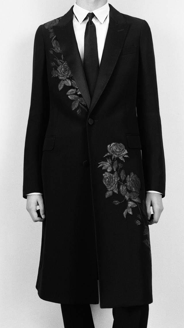 Alexander McQueen's Pre-Fall 2016 Menswear collection. Menswear, shmenswear!! I'D wear this in a heartbeat. :D