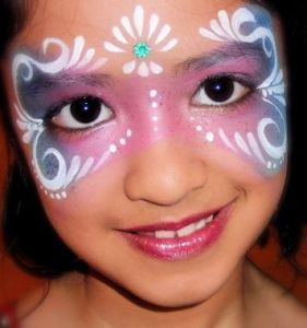 Girl made up as a princess – all around the child – #als #painted #child # girl #princess