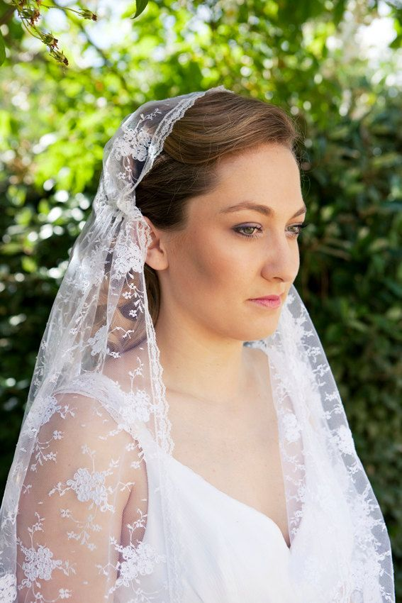 A beautiful Juliet Cap and Bridal Veil,  made out of soft, embroidered White French lace, Vintage style - the Roaring 20ies by…
