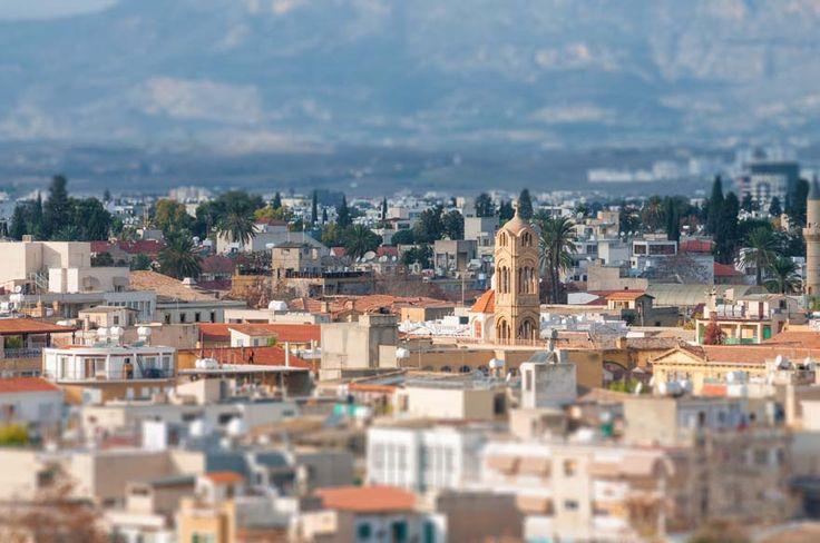 Gamla staden i Nicosia erbjuder en mängd spännande sevärdheter i form av museer, kyrkor och katedraler med gedigen historia och vackra väggmålningar.