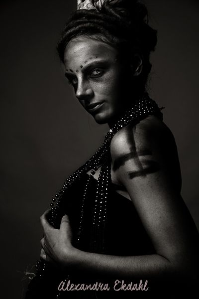 fotograf alexandra ekdahl stockholm sweden photographer art artist digital retush portrait model creative horror hallowen 2