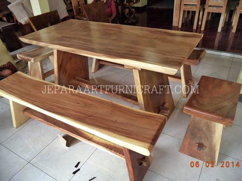 Solid wood, natural color