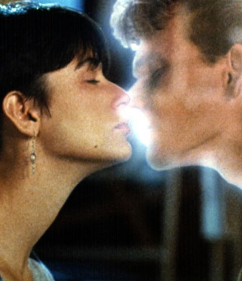 GHOST KISSING | Most memorable movie KISSING scenes (19 photos)