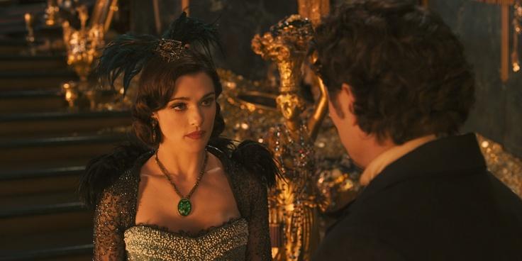 Eine furchterregende Hexe ist Evanora, die kontrollsüchtige Schwester Theodoras. Mit ihrem durchdringenden Blick unterstreicht sie ihre Macht als königliche Beraterin und Schutzherrin der Smaragdstadt I #OZ ©Disney