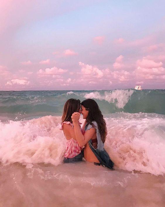 lesbian dating bisexual girl