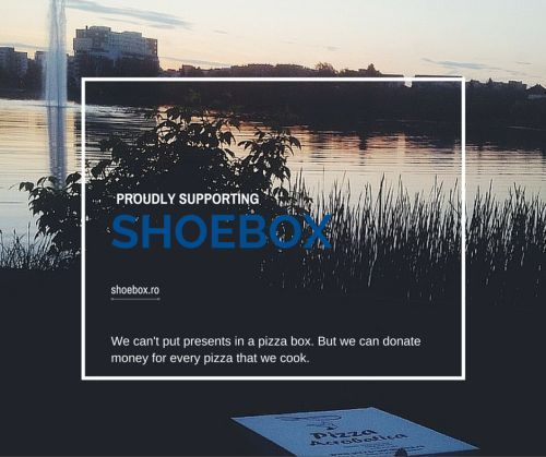 We can't put presents in a pizza box. But we can donate money for every pizza that we cook. From the 1st of December until the 13th, Pizza Acrobatica will donate money so that our team can participate in the ShoeBox project with as many gifts as we can.