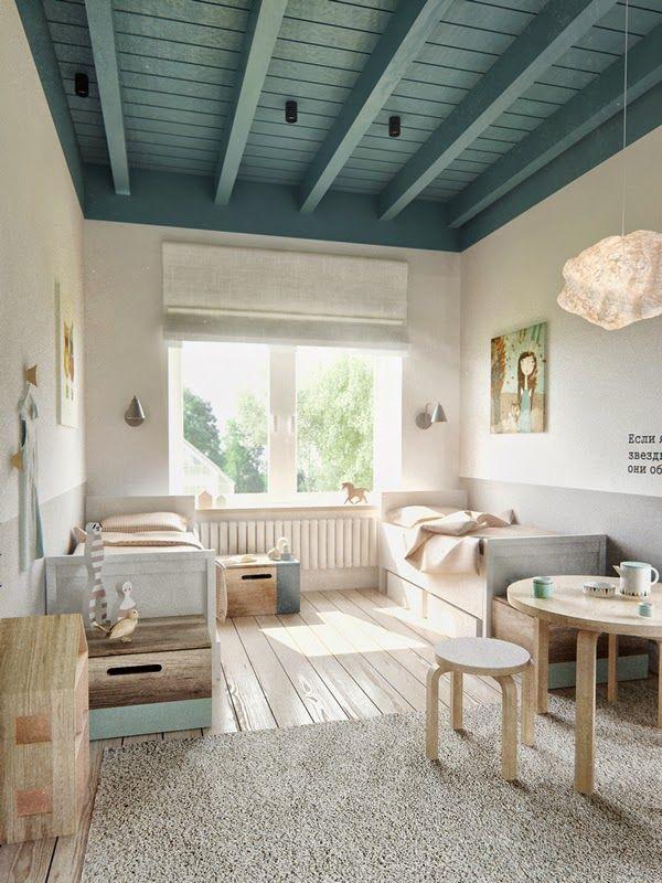 Cette couleur de bleu dans laquelle est peint le plafond est d'une grande douceur pour une chambre d'enfant et appelle aux rêves comme le ciel bleu.
