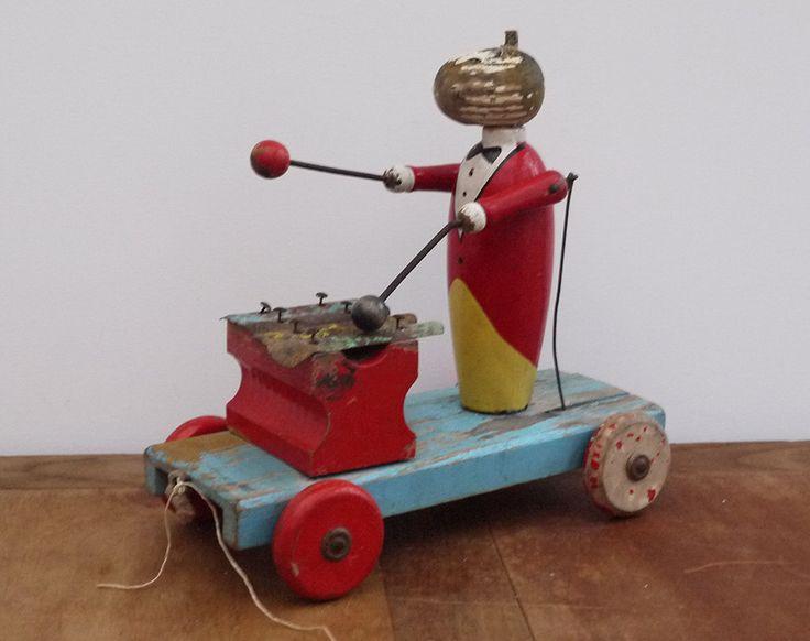 Jouet à tirer en bois sur roulettes, Joueur de Xylophone articulé 1920s, Jouet en bois de Collection . Antique French Wooden Pull Toy de la boutique LaMachineaBrocantes sur Etsy