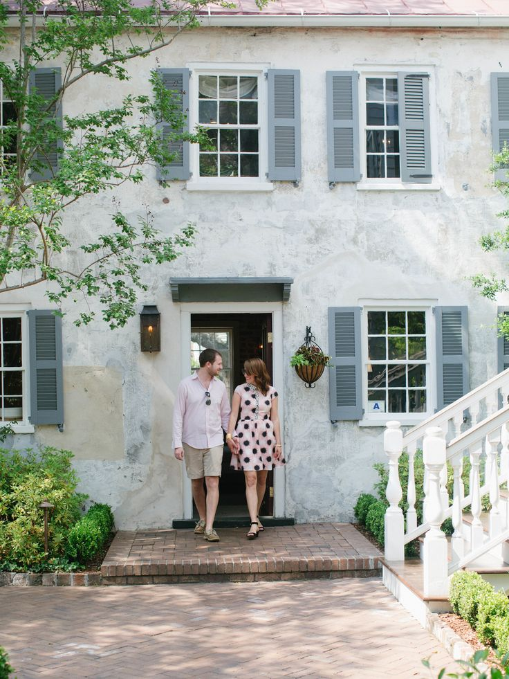 Style Within Reach's Mini-Moon Guide to Charleston #travel #honeymoon Photography: Melissa Toms - www.melissatoms.com/  Read More: http://www.stylemepretty.com/2014/07/02/mini-moon-guide-to-charleston/