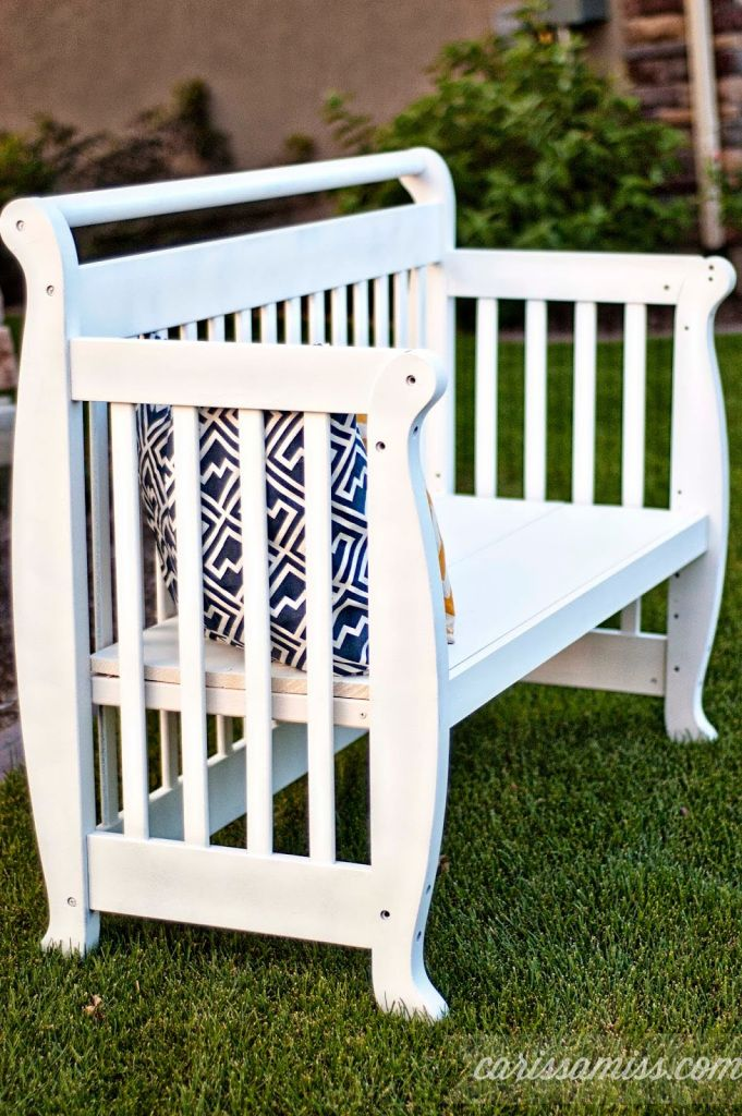 Crib to bench tutorial #DIY #paintedfurniture #repurpose #upcycle - www.countrychicpaint.com/blog