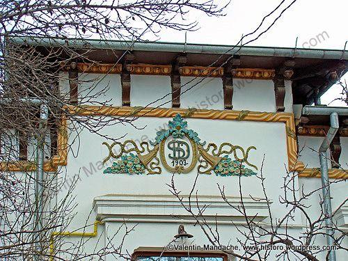 Pediment of a wagon type, Little Paris style house, Bucharest.