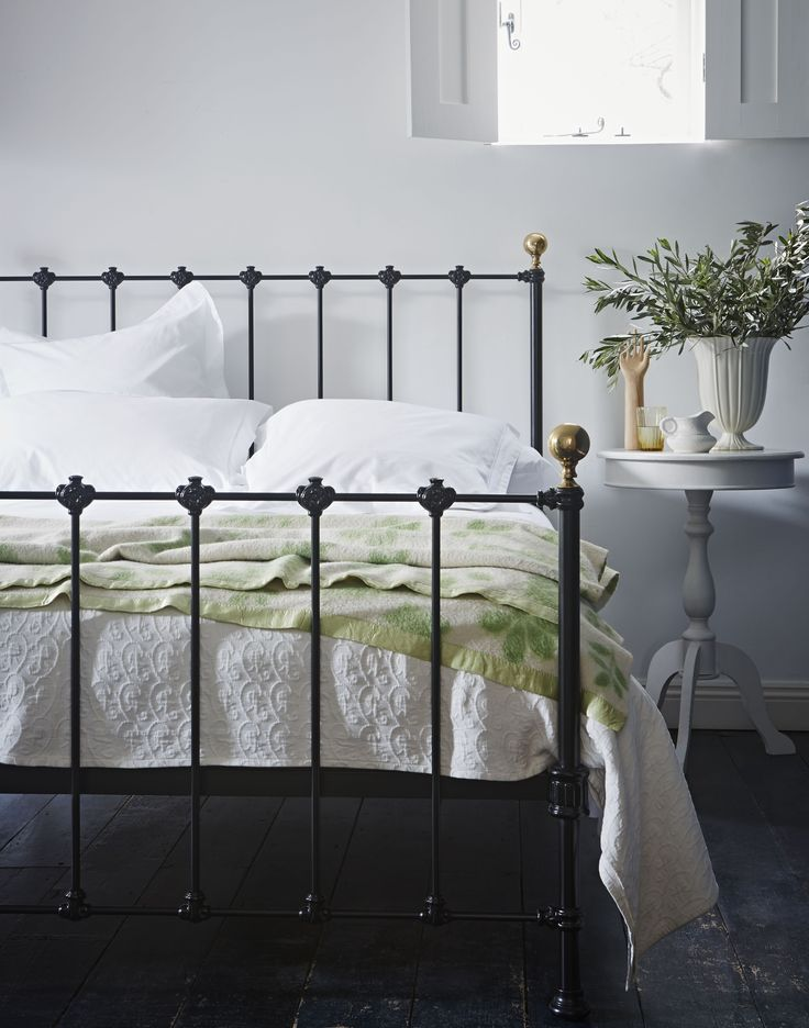The Cornish Bed Company Billy bedstead. Keeping brass decoration to a minimum, the Billy bedstead is an unimposing straight-forward traditional but equally modern looking bedstead, with a choice of 12 colours.