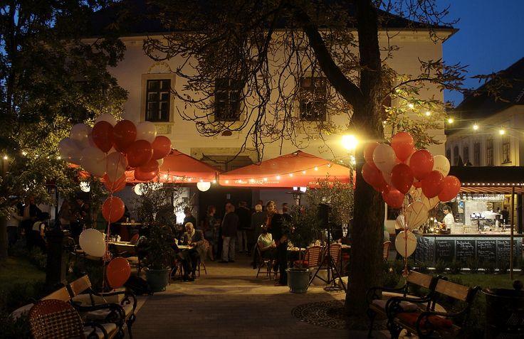 Pest-Buda http://www.pestbudabistro.hu/   Terasz #budapest #restaurant #pestbuda #restaurantdesign