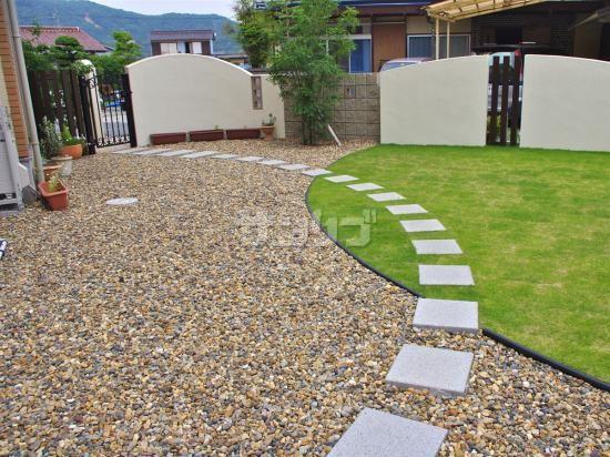 エクステリアデザイン ナチュラルなアール門柱|兵庫県加古川市 砂利と芝の庭