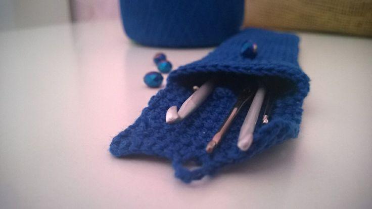 Crocheted hook case http://thedreamcatchercrochet.weebly.com/1/post/2014/03/astuccio-porta-uncinetti-crocheted-hook-case.html