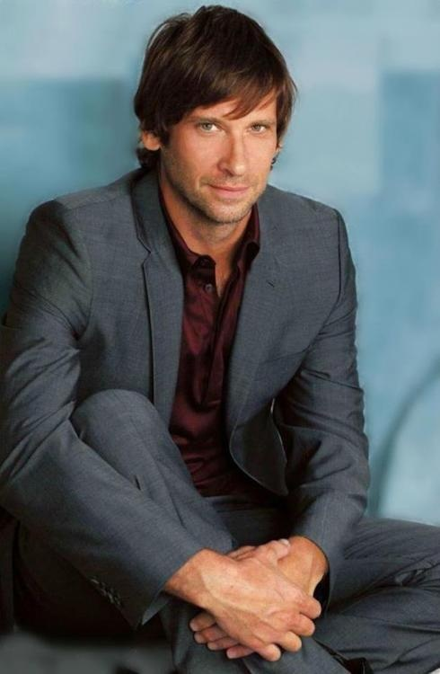 Roger Howarth now on General Hospital CAN WE JUST TALK ABOUT TODD. HOT DAMN.