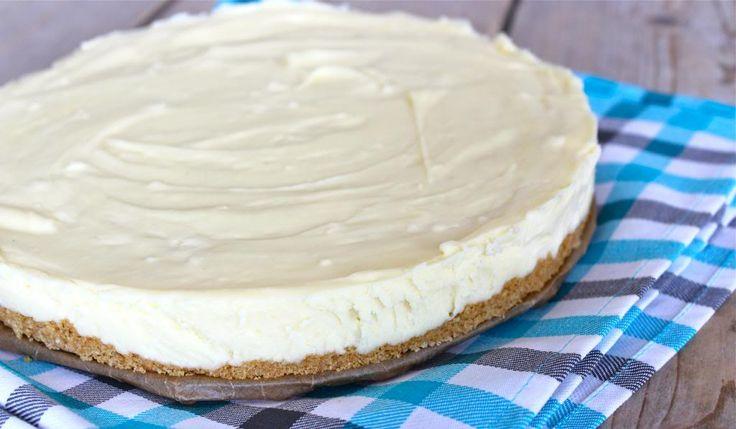 Een lekkere en super eenvoudig te maken cheesecake met witte chocolade