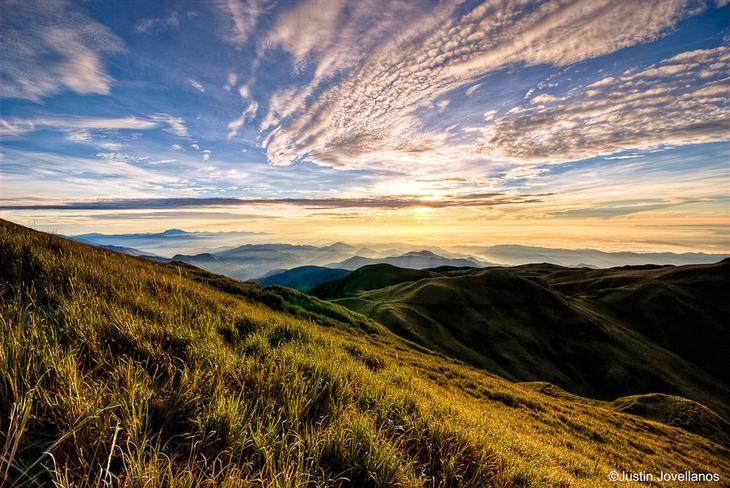 Filipinas es un país simplemente increíble, lleno de hermosas montañas, colinas, volcanes, playas, ciudades y lagos, que definitivamente valela pena visitar.Haz clic en las fotos y conoce un poco de su historia.