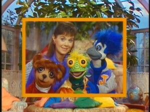 Under The Umbrella Tree.... I have been thinking of what the name was for awhile! Totally use to watch this on Nick Jr.