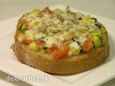 Zapekaný cuketovo-paradajkový chlieb