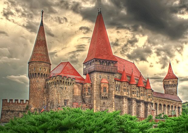 Hunyad Castle, Hunedoara, Romania. Rumored to be the place where Dracula was held as a prisoner. (Dun dun dun.): Hunedoara Castles, Transylvania Mure, Hunedoara, Palaces,  Church Building, Dracula, Places, Hunyadcastl, The World