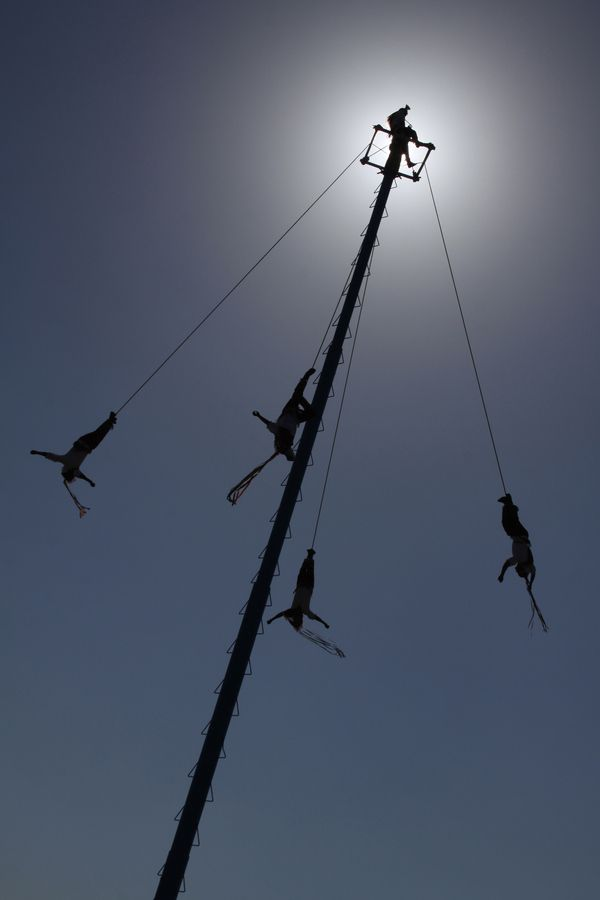 The ceremony of the Voladores de Papantla is a cultural tradition of the Totanac people of Veracruz. Dating back to ancient times and has been passed down through the generations.