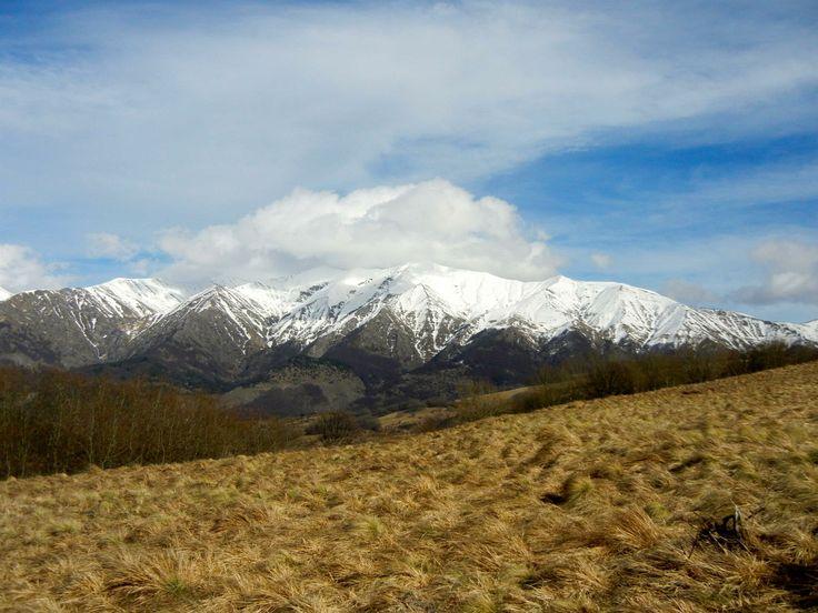 """Foto: Monti della Laga - Escursioni guidate in montagna, corsi di escursionismo. Monti Sibillini, Gran Sasso-Monti della Laga (Marche_ Abruzzo).  """"Camminare in montagna è ginnastica per il corpo e per la mente."""""""