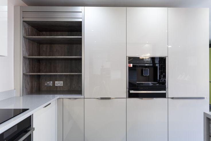 Neff Countertop Microwave : Handles: TWIN Appliances: NEFF/FRANKE Worktop: Silestone - SILVER NUBE ...
