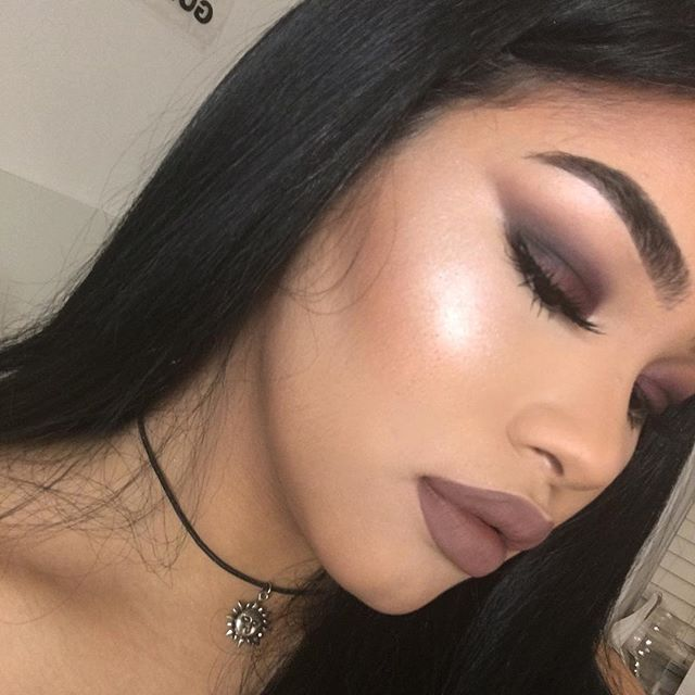 Day 3 of the #7daymakeupchallenge  for eyes I used @stilacosmetics Eyes are the Window Shadow Palette Mind. On my lips I'm wearing @maccosmetics lip liner in chestnut & @nyxcosmetics liquid velvet lipstick in 'dubai' - highlighter is revolution 'pink lights' and foundation is @narsissist sheer glow