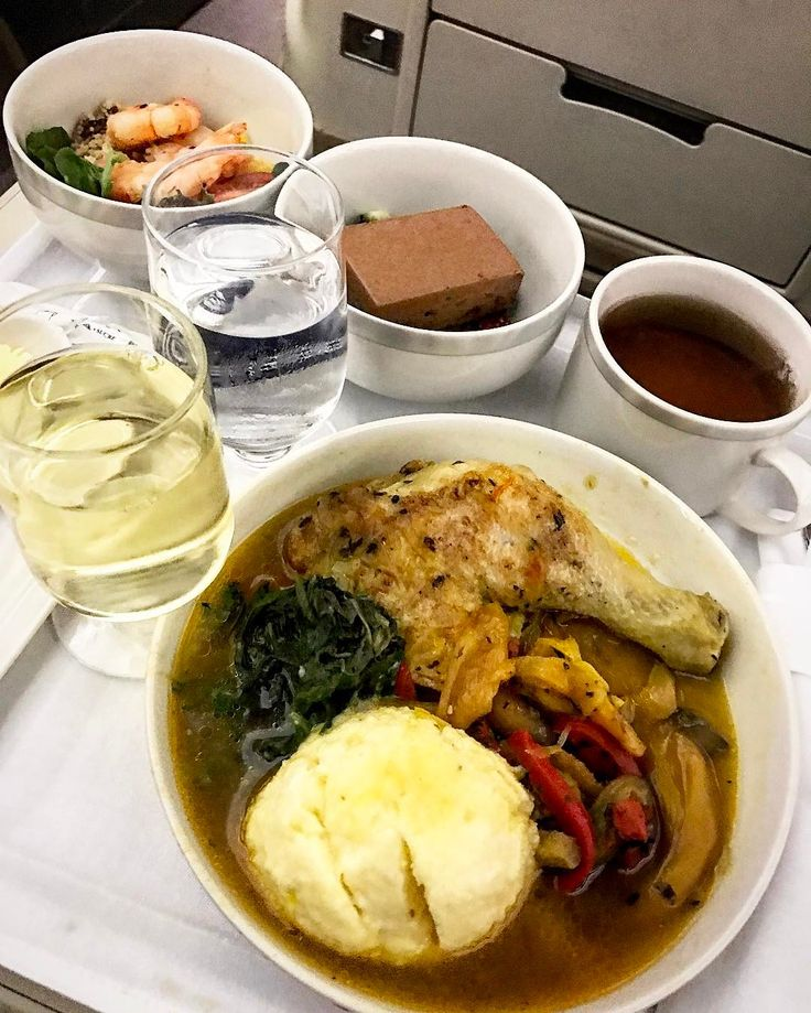 SQ 947 Inflight Light Dinner - Prawn Salad with Mango Salsa Braised Chicken Thigh in Basquaise Sauce Belgium Chocolate Mouse Cake Tea and White Wine