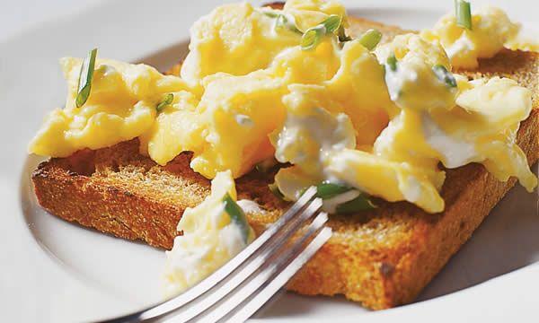 Come fare le uova strapazzate perfette secondo Gordon Ramsay