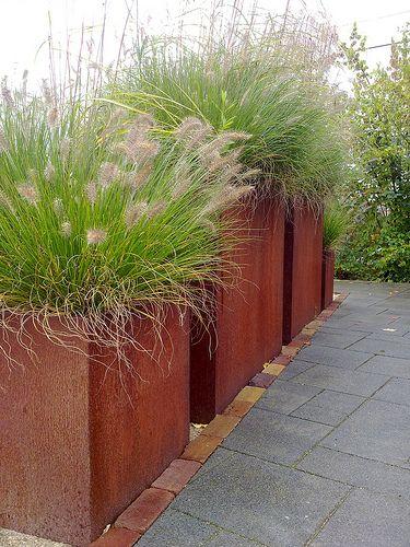 Tuinen van Appeltern, cortenstalen bakken met grassen| by Manon van den Boer