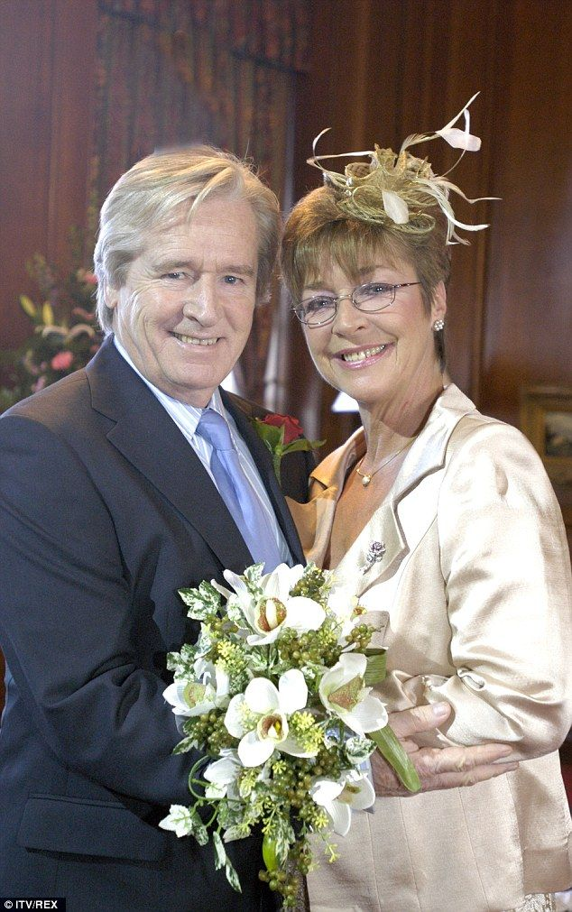 William Roche [Ken Barlow] and his onscreen wife Anne Kirkbride [Deirdre Barlow]. #RIP #AnneKirkbride #CoronationStreet