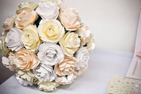 Buquê com flores de papel <3