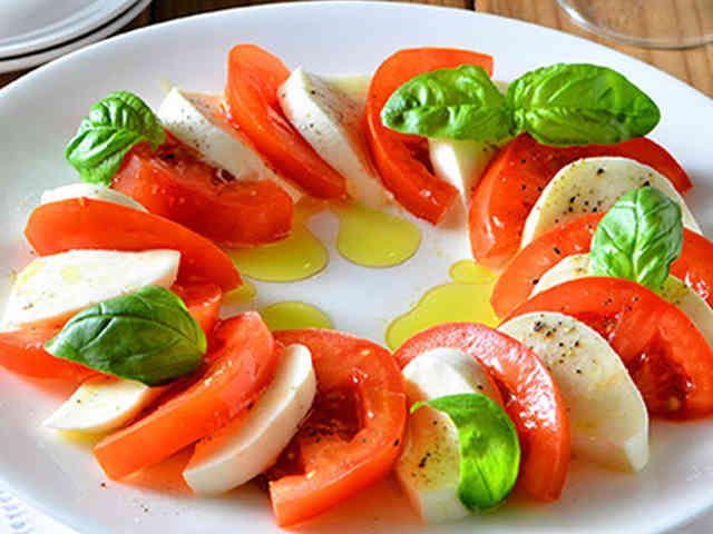 カプレーゼ トマトとモッツァレラのサラダの画像