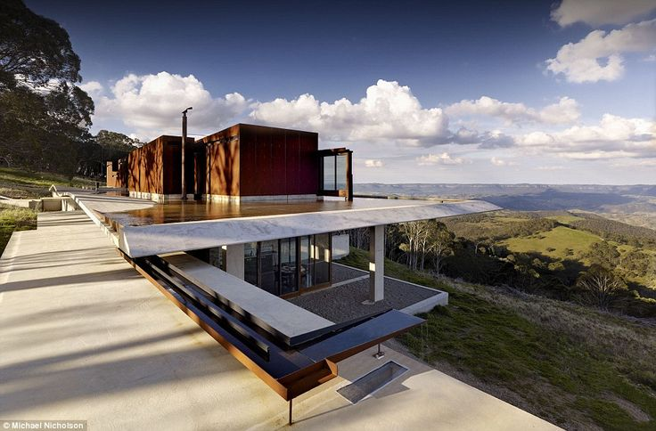The house is nestled into the side of a cliff in the NSW Blue Mountains